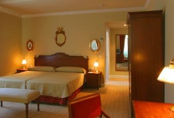 Foto de un dormitorio con dos camas del Hotel Pelayo en el Directorio de Empresas del Elefante Azul de Avilés
