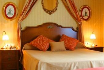 Vista de un dormitorio doble del Hotel Pelayo en el Directorio de Empresas del Elefante Azul de Avilés