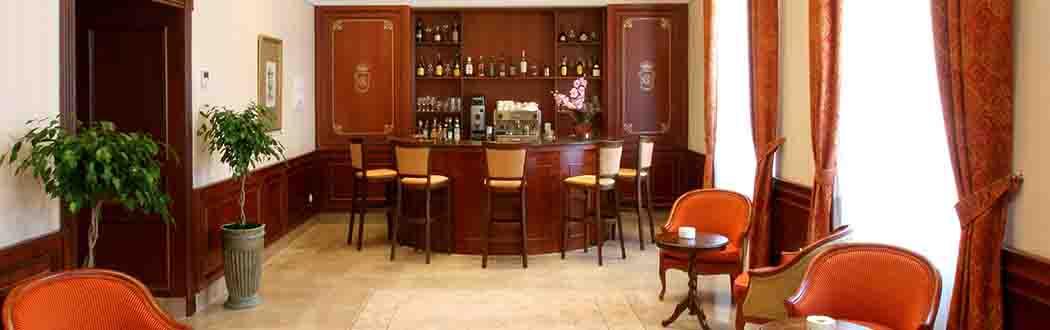Imagen del bar del Hotel Pelayo en el sitio web de los Centros de lavado de coches Elefante Azul de Avilés