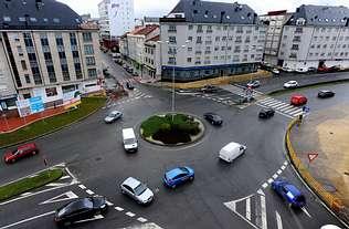 Foto aerea de una rotonda de ciudad en el sitio web del Centro de lavado de coches Elefante Azul de Avilés
