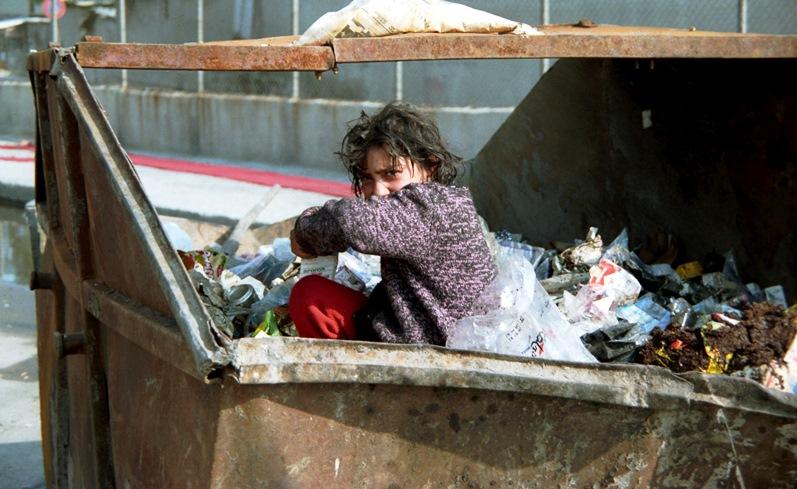 Imagen de la indigencia social en el sitio web del Centro de lavado de coches Elefante Azul de Avilés