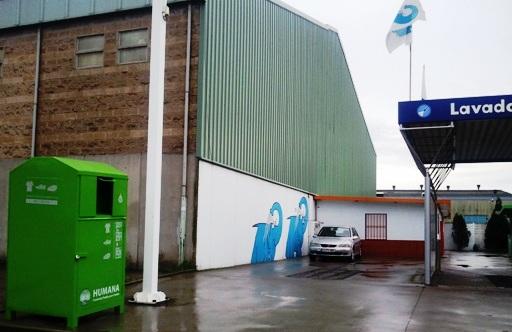 Contenedor de Humana en el Centro de lavado de coches Elefante Azul de la Ría de Avilés.