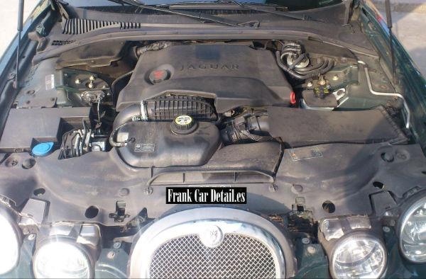 Otra imagen del motor antes de prepararlo en Frank Car Detail. Centro de lavado y reacondicionado de coches Elefante Azul de Avilés