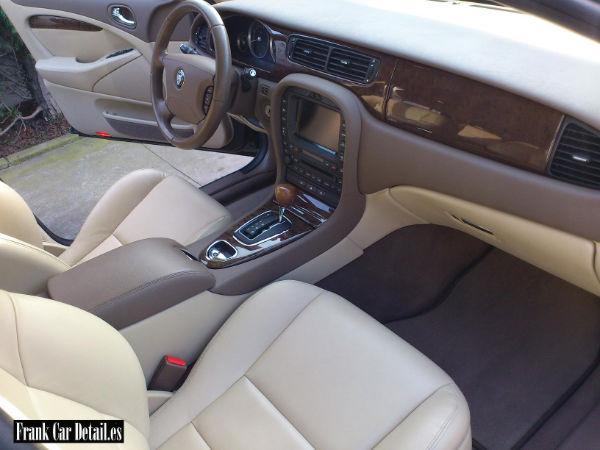 Una nueva imagen del interior después de realizada la limpieza en Frank Car Detail. Centro de lavado y detallado del automóvil Elefante Azul Avilés