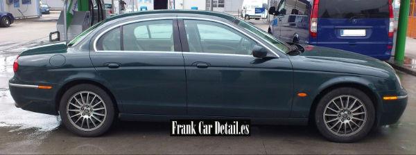 Imagen lateral del coche antes de ser preparado en Frank Car Detail. Centro de lavado y reacondicionado de coches Elefante Azul de Avilés