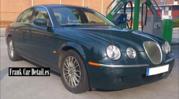 Otra imagen del coche antes del servicio de reacondicionado en Frank Car Detail. Centro de lavado de coches Elefante Azul de Avilés