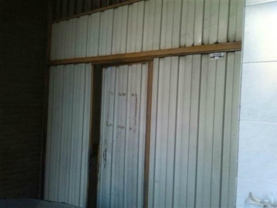 Estado de la puerta de garage antes de su restaurado por Tripul.cb. Imagen en el sitio web del Elefante Azul de Avilés