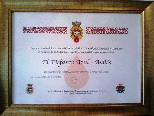 Diploma de la Asociación de Donantes de Sangre de Avilés y Corvera a los Centros de lavado y detallado de coches Elefante Azul de Avilés, en reconocimiento a su apoyo y solidaridad.