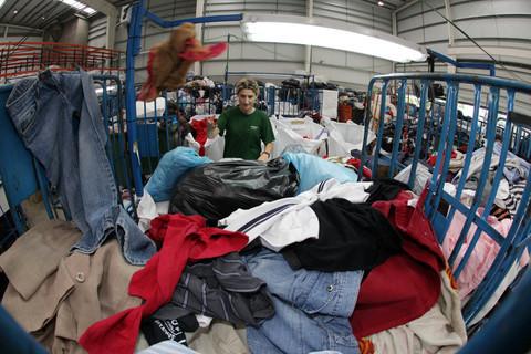 Elefante Azul Aviles - Que hace Humana con la ropa y el calzado - Centro de lavado de coches Elefante Azul Avilés
